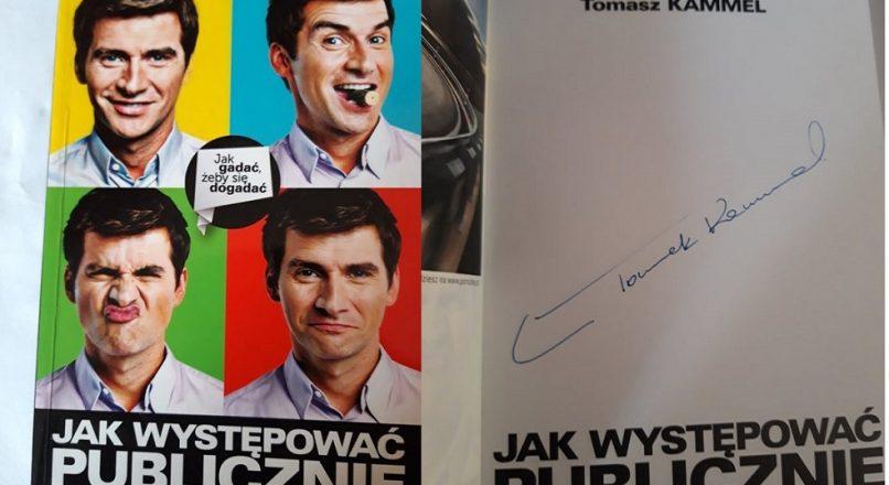 """Licytacja książki Tomasza Kammela na gali WLC5 """"Let's Awake Alan"""" w Wiśniowej Górze"""